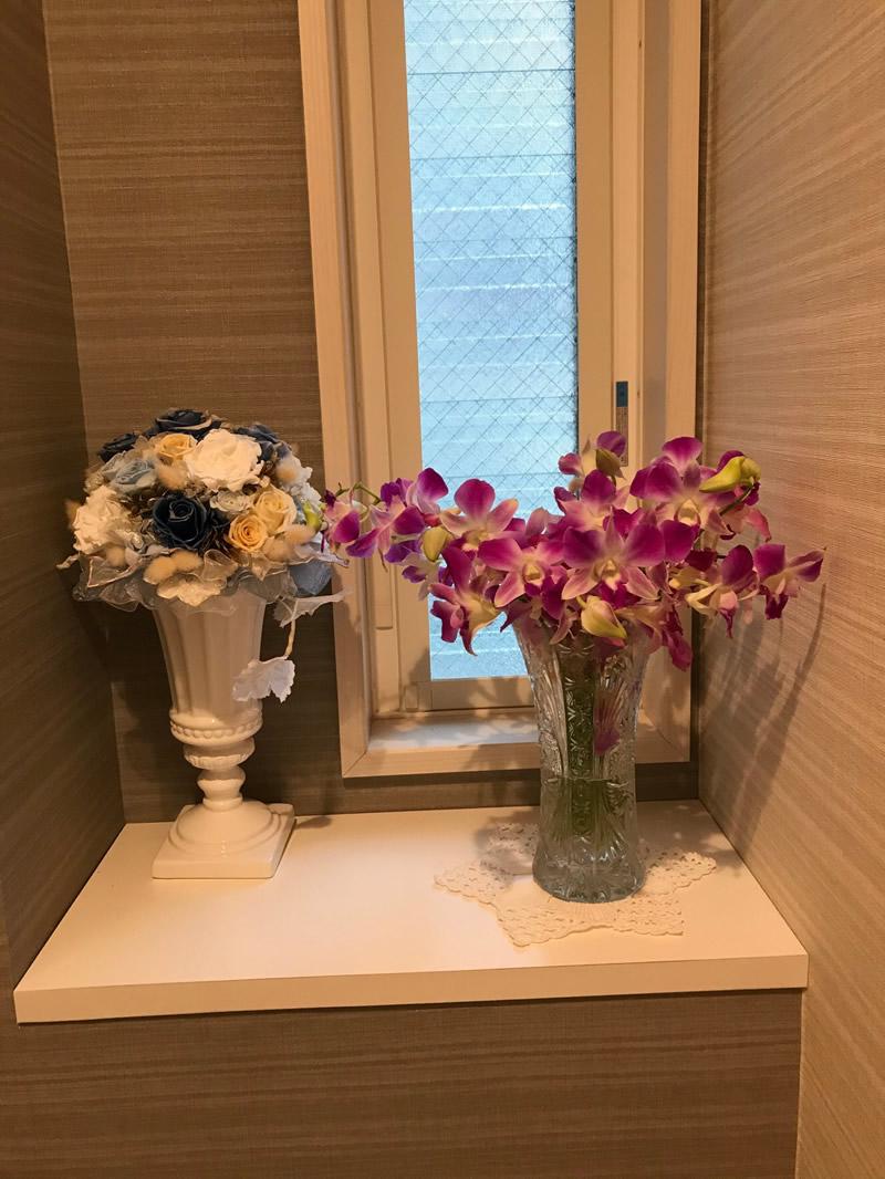 トイレの花 - デンファレを挿れました。