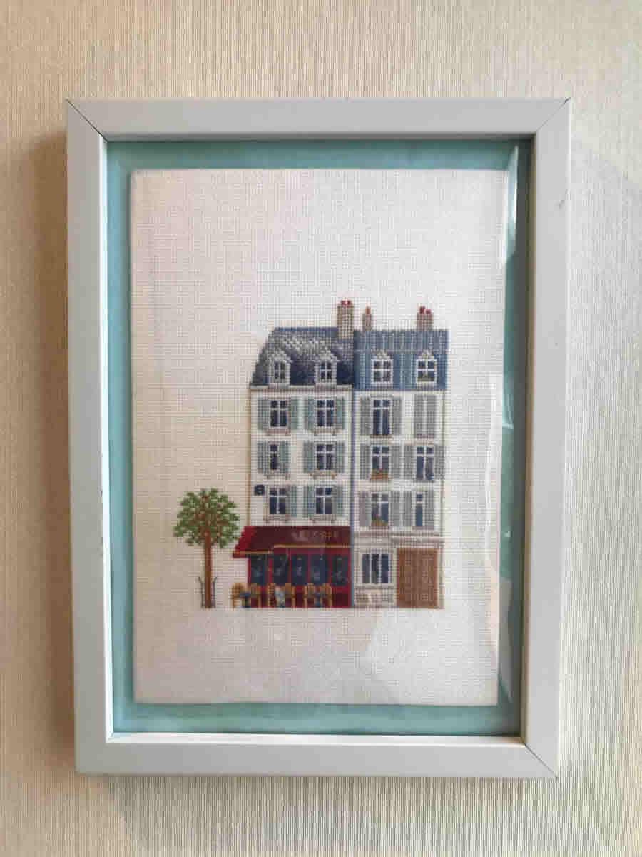 2階階段踊り場 - パリのカフェテリア